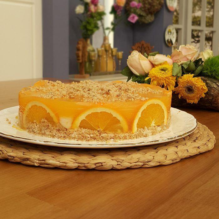 Portakallı Bisküvili İrmik tatlısına bir nevi yalancı cheescake de diyebiliriz. Hatta hiç riski olmadığı ve lezzetinden dolayı eminim favori tatlınız olacak. Çok kısa sürede hazırlanan ister çay, ister kahve, isterseniz de yemekten sonar ikram edebileceğiniz süper bir lezzet... Portakallı Bisküvil