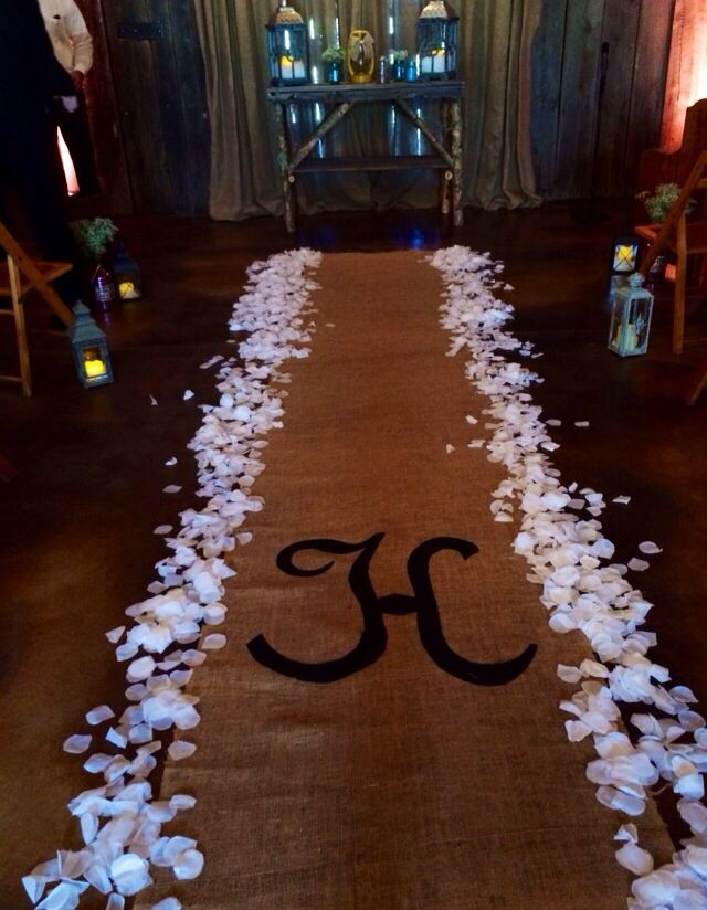 burlap aisle runner the barn at chestnut springs ivy lee photography