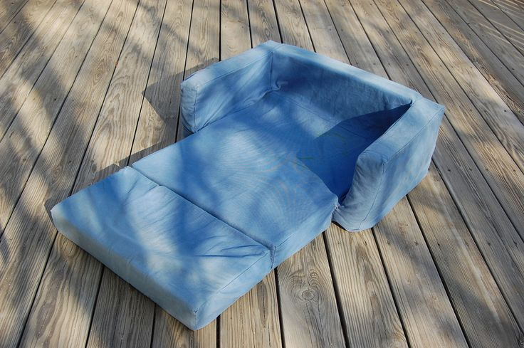 ikat bag: Free pattern & tutorial for a child-sized foam pullout sofa