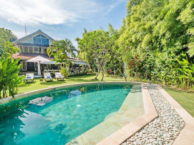 Villa Pandora | 4 bedrooms | Seminyak, Bali #bali #villa #exterior #swimmingpool #garden