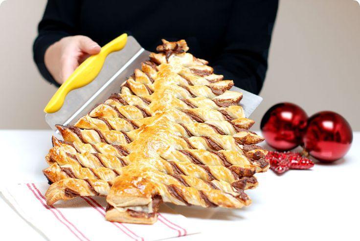 Árbol de Navidad de Nocilla y hojaldre                  Ingredientes: 2 planchas de hojaldre 1 bote de Nocilla 1 huevo Azúcar glas (opciona