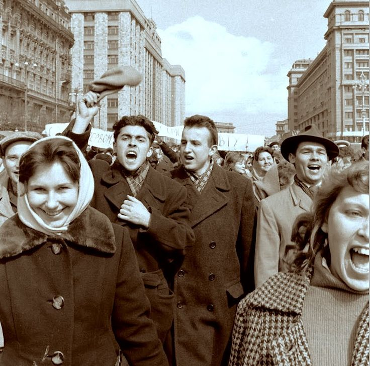 """""""Москва ликовала, 12 апреля 1961"""" Люди сходили с ума от счастья. Такое б..."""