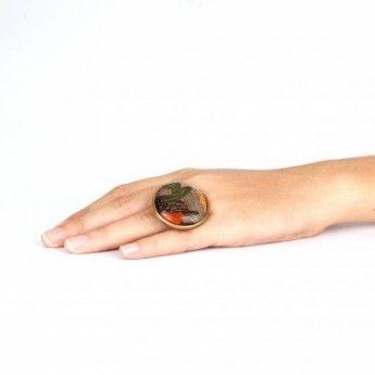 Anillo de la Nature Bijoux Colección Camuflaje http://www.tutunca.es/anillo-dorado-de-madera-coleccion-camouflage-nature-bijoux#