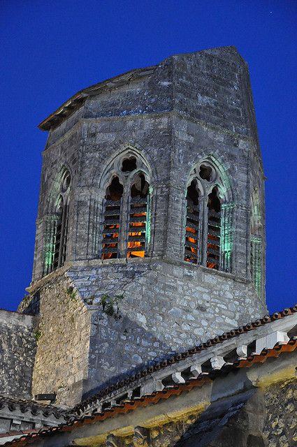 Charroux (Allier) - le beffroi - XIIème siècle