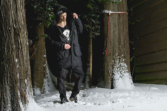 Living in Black and White. (by Eric Beckstead) http://lookbook.nu/look/4364641-Living-in-Black-and-White