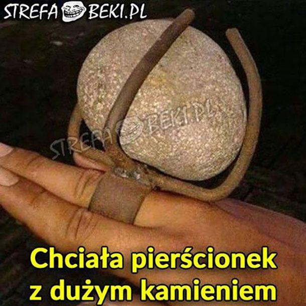 Pierścionek z dużym kamieniem