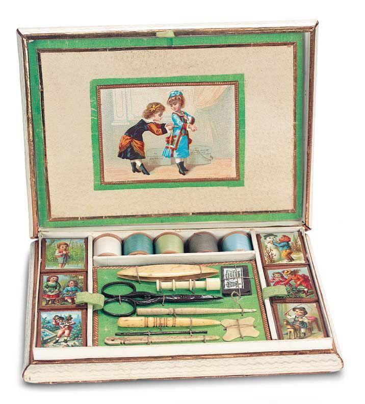 Старинные швейные наборы для детей.