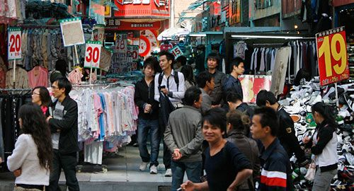 Shopping at Dongmen Market – Shenzhen's Original Shopping Mall in #Shenzhen #China http://shenzhenshopper.com/8-dongmen-market.html