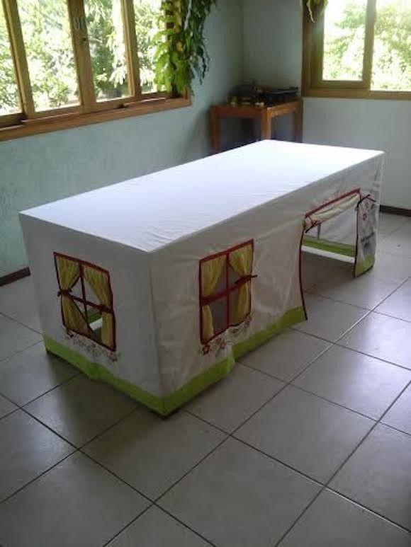 Toalha de Mesa confeccionada em brim 100% algodão. <br>Acompanha sacola para guardar toalha. <br>Produto artesanal, brinquedo infantil .