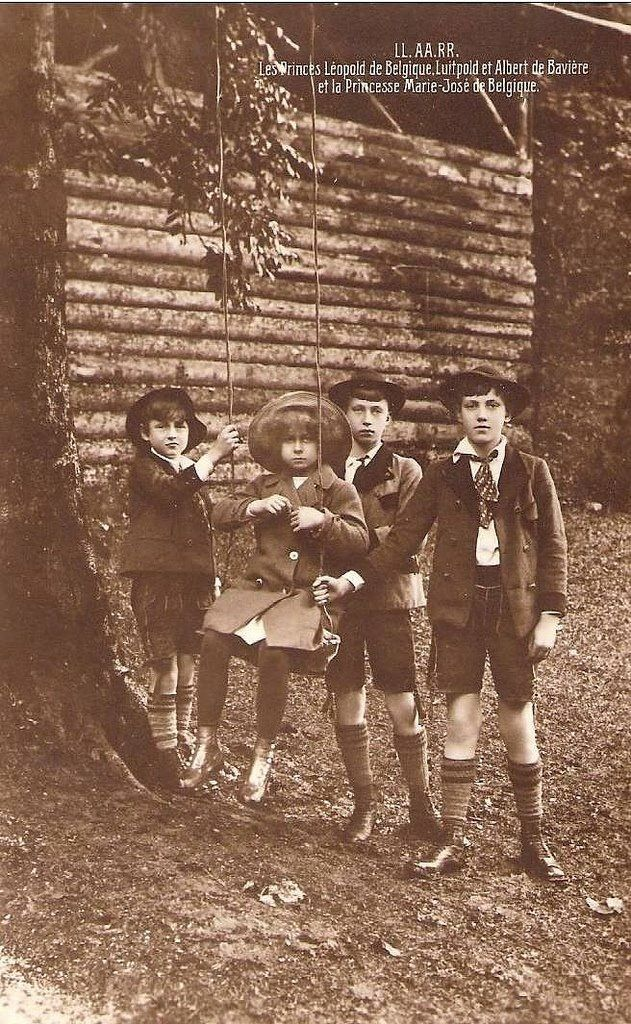 Princess Marie José with her cousins