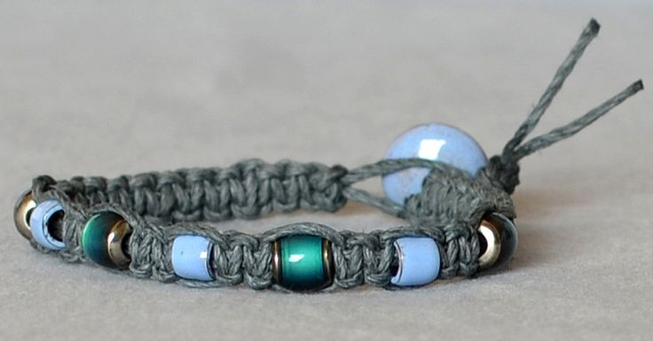 How to Macramé a Hemp Bracelet.  I even have those mood beads!