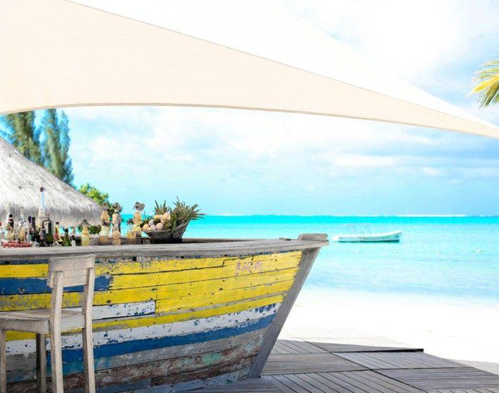 Zilwa attitude Hotel boat bar