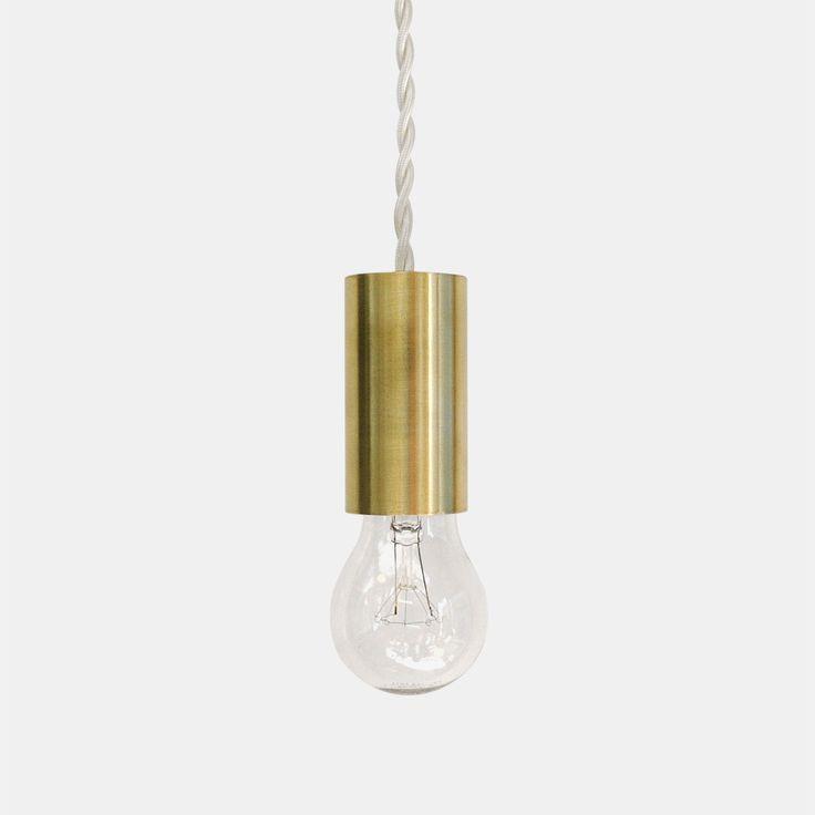 コードとソケット、電球のみのストイックなまでにシンプルで潔い真鍮照明、STILL Pendant。