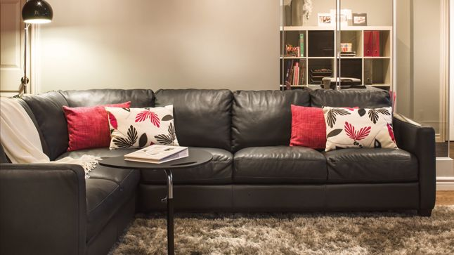 3 styles, 3 sous-sols | Les idées de ma maison Crédit photo: François Laliberté #deco #sousol #canape #accessoires