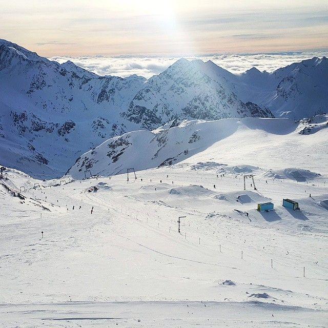 Wspomnienie sezonu zimowego☺  Kadr z 12/2014. The memory of the winter season☺ The picture was taken in 12/2014. 3/3  #austria #stubai #vscoeurope #vscoaustria #bestofvsco #alpy #alps #nature_perfection #naturephotography #igersaustria #naturelovers #instanaturelover #ski #skiing #ig_skylove #igcapturesclub #sky_painters #skylovers #vscopoland #sunnyday #przyroda #góry #narty #lodowiec #wspomnienie #słonecznydzień #telefonem #gletscher #glacier #alpi