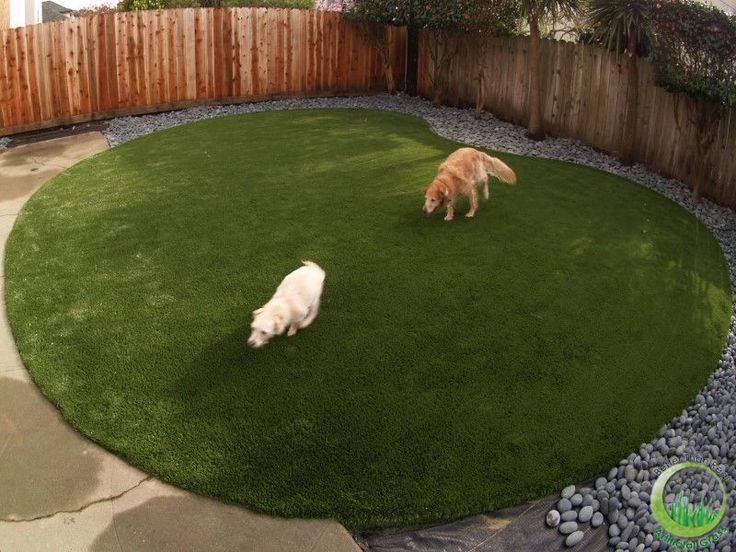 Synthetic grass | Artificial grass | Landscaping | Dog Runs | Putting greens | Fake grass | Fake lawn | Dog Runs