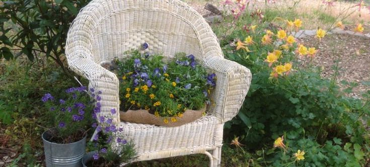I'm a fan of this chair! Take a couple old pieces of junk and transform them into new and beautiful little garden scene using just a little imagination! Here's how I planted my garden chair. …
