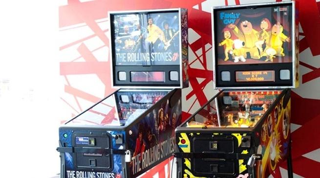 Retro spillemaskiner som en del av interiøret hos Comfort Hotel Xpress i Oslo #interior #color | Nordic Choice