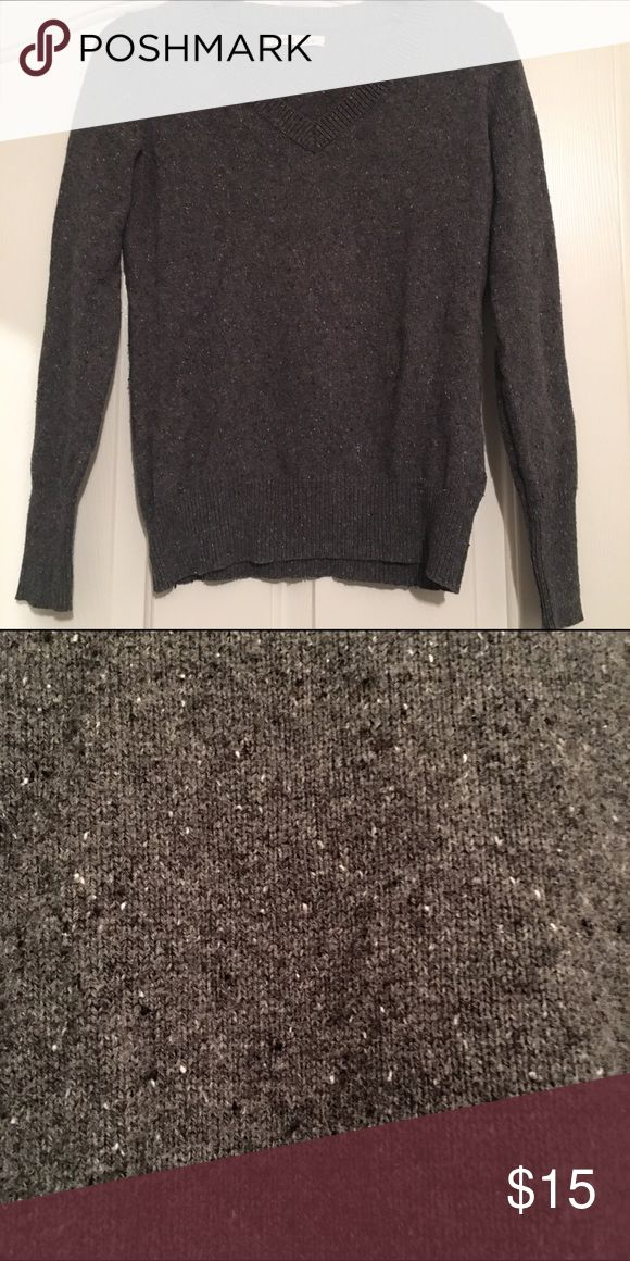 Old Navy Sweater This is a v-neck old navy sweater. The last picture shows the specks in the fabric. It is a little darker than the picture. Old Navy Sweaters V-Necks