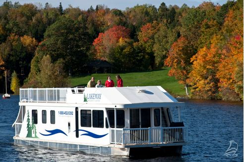 Looking for a unique getaway? Book a houseboat trip on the Saint John River for the ultimate nature escape.   New Brunswick, Canada travel #ExploreNB #ExploreCanada