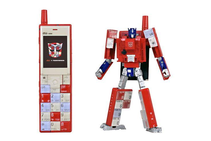 Infobarとトランスフォーマーの変形玩具、東京おもちゃショーで展示