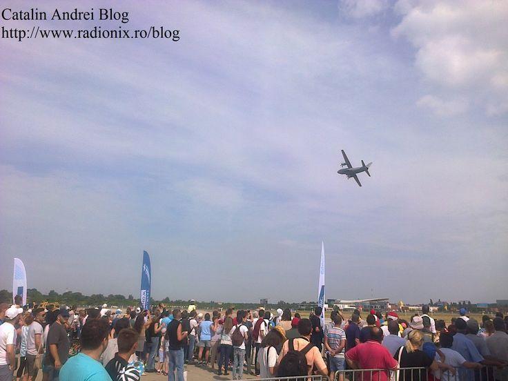 Ce-a de-a şaptea ediţie a celui mai important spectacol aviatic din România, Bucharest International Air Show (BIAS) 2015, a reunit 120 de aeronave civile şi militare în evoluţii aeriene şi expuse publicului, dar şi peste 200 de piloţi şi paraşutişti #BIAS2015