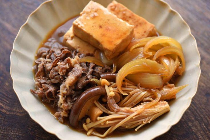 白ごはん.comの『肉豆腐の作り方』のレシピページです。木綿豆腐に牛肉、玉ねぎにきのこを合わせ、ごはんが進む肉豆腐を作ります。調味料も作り方もシンプルになるように工夫しましたので、ぜひお試しください。