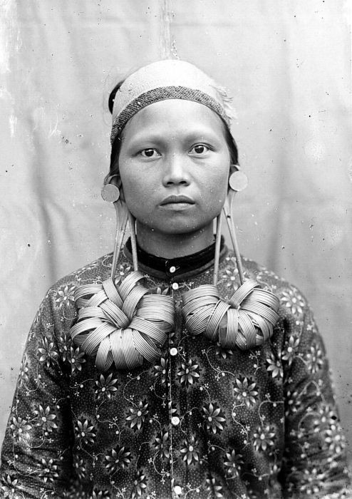 Borneo | Portrait of a Dayak woman | Photographer and date unknown, ©Tropenmuseum, Netherlands