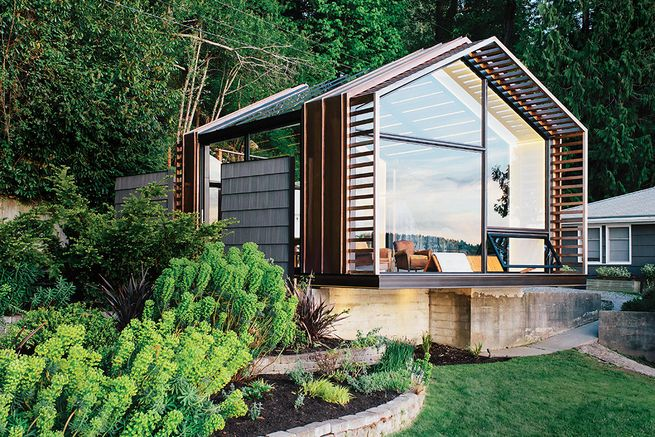 On Vashon Island, about 20 miles southwest of Seattle, architect Seth Grizzle designed a 440-square-foot multiuse structure for his clients Bill and Ruth True.