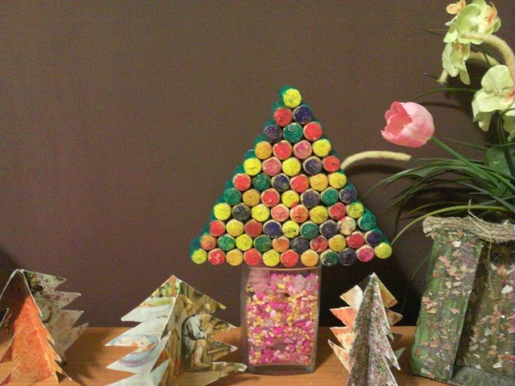 Arbol navidad con corchos los peque os con cartulinas de for Arbol de navidad con cajas de carton