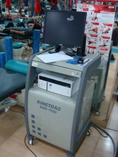 Кинетрак имеет ряд преимуществ перед аналогичным медицинским оборудованием: - нацеленное воздействие на патологический позвоночный сегмент; - строгая дозировка декомпрессионного усилия: - массаж околопозвоночных мышц; - безопасность воздействия;