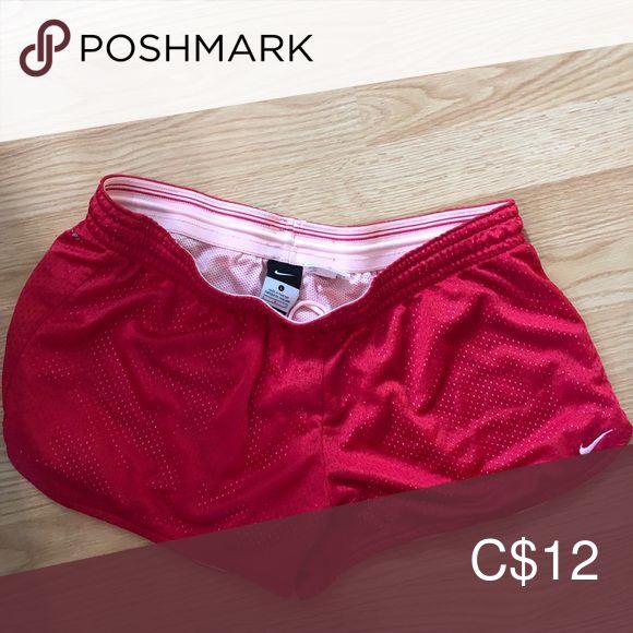 Nike Shorts Rosa Nike Shorts, die einige Male getragen wurden. Hervorragendem Zustand. Nike Shorts   – My Posh Picks