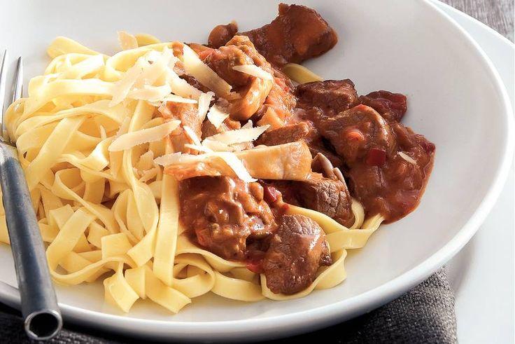 Kijk wat een lekker recept ik heb gevonden op Allerhande! Pasta met biefstuk in stroganoffsaus