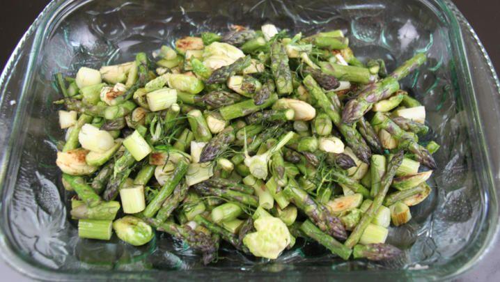 Billede med salat med rosenkål med grønne asparges og fennikel