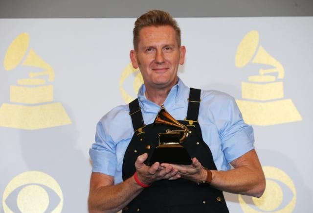 Rory Feek gives emotional speech as Joey + Rory win first Grammy, a year after Joey's death