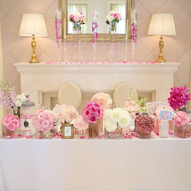 データやっと貰えたー♡ これからたくさん結婚式pic載せていきますー\( *´•ω•`*)/♡*。 . これはメインテーブル✨ 大好きなピンク系でまとめてもらいました . 装花テーマが ❁「ミルフィーユ〜SUITE LAND〜」❁ . 2人の思い出をミルフィーユの層に見立てて、かわいらしいお花で飾っていただきました . #結婚式#wedding#卒花 #結婚式の思い出にひたる会 #メインテーブル#高砂 #花#フラワー#flower#pink #ピンク#グラデーション #かわいい#テーブル装花 #装花#フォトプロップス