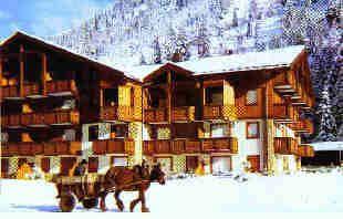Appartement Vacances Ski ou Randonnées, 74170 CONTAMINES-MONJOIE (Haute-Savoie) Vacances Ski ou Randonnées Appartement : 5 personnes Aux Contamines Montjoie, station été-hiver de haute-Savoie. Location de vacances, de particulier à particulier, d'un appartement pouvant accueillir confortablement jusqu'à cinq personnes. Situé à proximité des remontées mécaniques, des premiers commerces, des départs de randonnées...