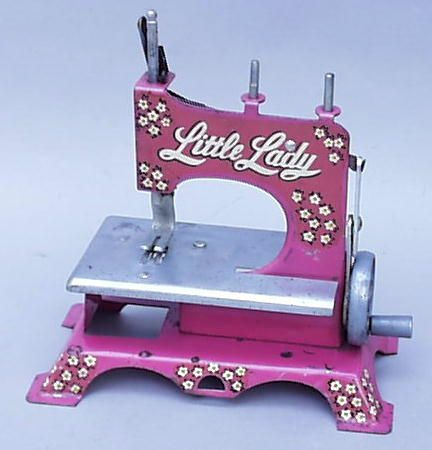 Pink again...sweet machine! | Sewing machines | Pinterest ...
