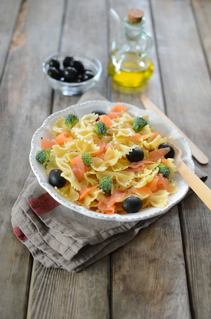 Salade de pâtes au saumon fumé et aux olives #recette #salade #pâtes