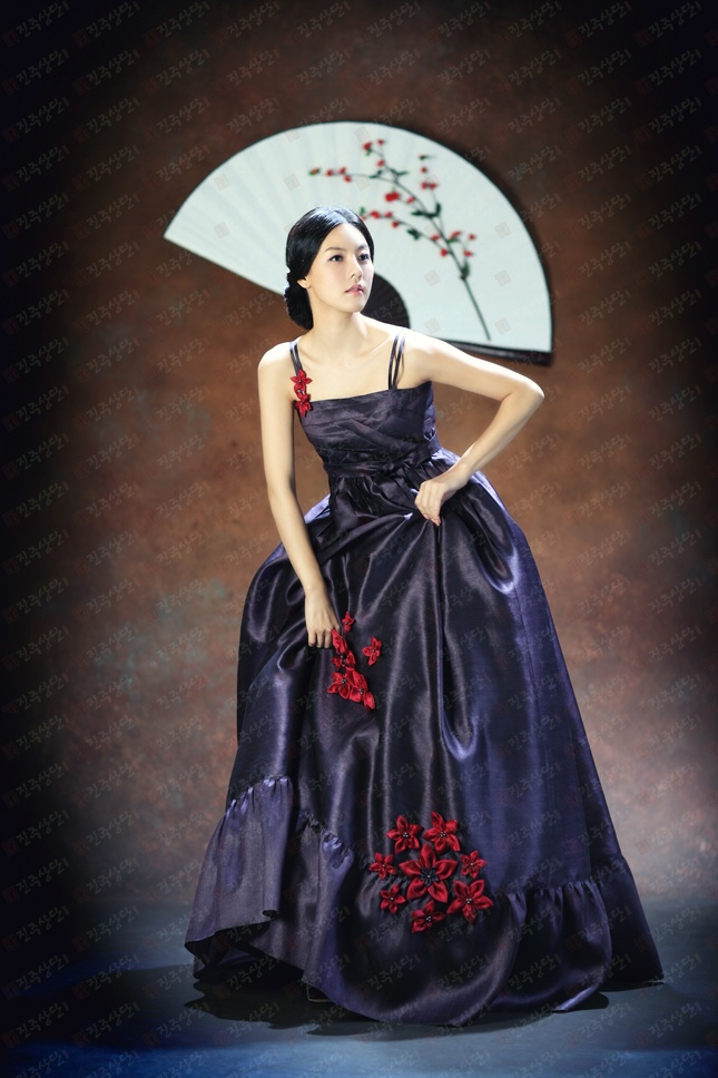 Gorgeous!! The newest fusion style Hanbok (Korean traditional dress).