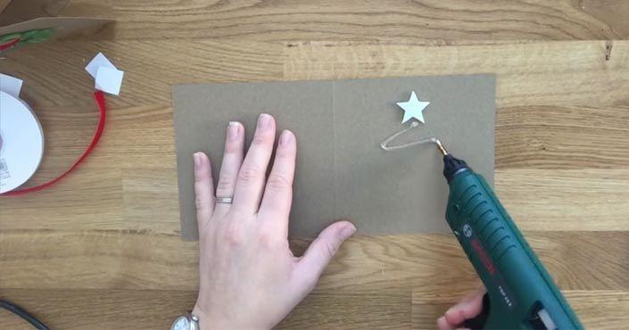 Kreatívna Anna vám ukáže, ako si vyrobiť jednoduché vianočné pohľadnice v jej ôsmich nápadoch. Návody a DIY nápady na vianočné pohľadnice. Handmade Vianoce