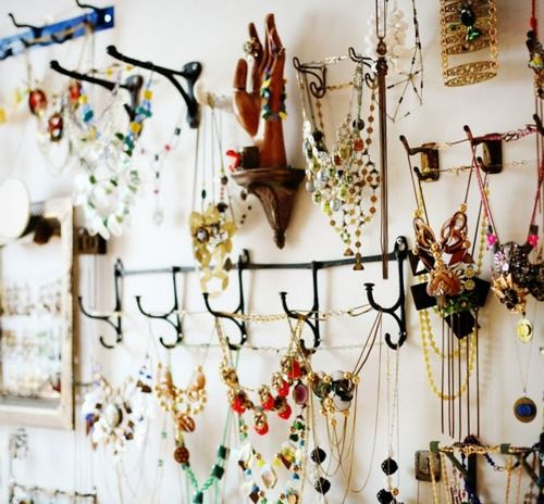 1000 ideas about necklace storage on pinterest diy for Bathroom jewelry holder