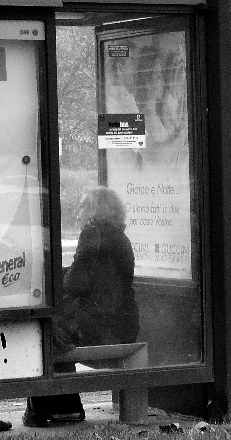 The woman is waiting a missed bus. Barbara Gozzi©