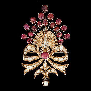 BROSCH i form av en påfågel, cabochonslipade rubiner samt rosenslipade diamanter.
