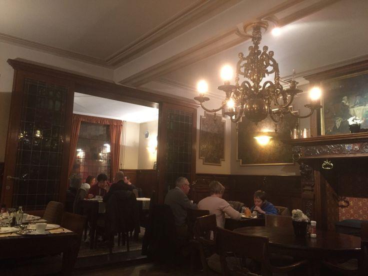 The best waffles in Bruges!: Tearoom Carpe Diem, Bruges, Belçika - TripAdvisor