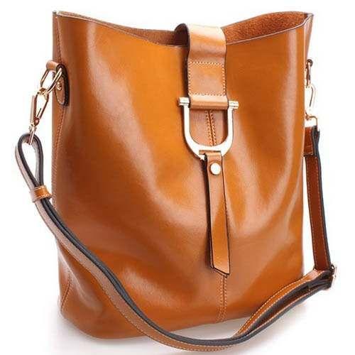 De venta tambien en http://articulo.mercadolibre.com.mx/MLM-423260426-bolsa-de-piel-color-cafe-claro-modelos-recien-llegados-_JM