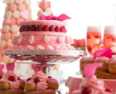 映画「マリー・アントワネット」でデザートを担当したシェフによるデザートブッフェ「恋するマリー・アントワネット」が、ヒルトン東京で開催される。