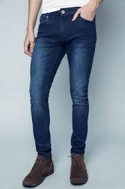 se puede usar con prendas oscuras debido a su tono Jean para caballero clasico. color oscuro Talla 28-38. $ 70.000