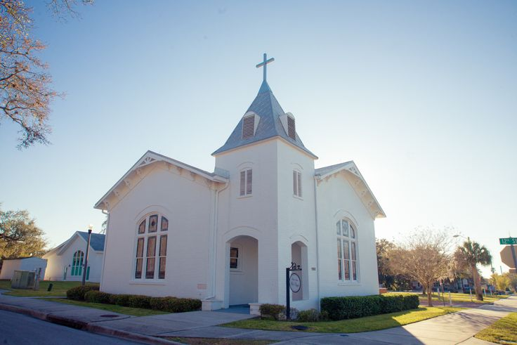 Palm Harbor White Chapel And Perfect Little Quaint Wedding In Florida Has An Adjacent Bulding For The Reception That A Ver