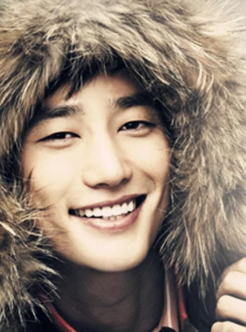 Park Shi Hoo, definitely one of my new favorite actors, he deserves a reward for best smile ever.